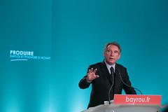 Franois Bayrou lors de sa confrence de presse  sur la prsentation de la loi cadre pour l'emploi et le pouvoir d'achat (@Bayrou) Tags: de la le sur sa franois pour et cadre loi presse confrence pouvoir lemploi soazig prsentation lors bayrou dachat moissonniere