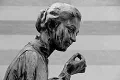 (michael_hamburg69) Tags: italien italy sculpture friedhof woman cemetery female florence italia skulptur tuscany firenze frau toscane florenz cimitero toskana weiblich cimiterodelleportesante cimiteromonumentaledisanminiatoinmontedelleportesante