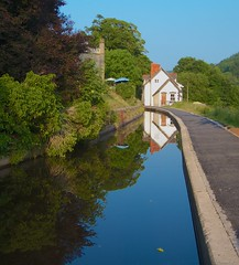 Llangollen Canal Boat Trip (35) (John Strung) Tags: england wales boats canal shropshire union narrow llangollen strung johnstrung