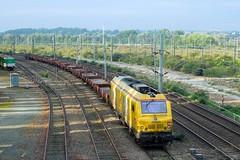 Train SNCF Infra (Loco 675084) (xavnco2) Tags: railroad yellow train jaune wagon plateau eisenbahn railway locomotive infra treno sncf ferrovie chemindefer voies ferres vision:beach=067