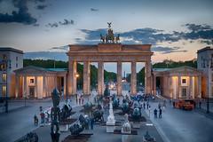 Brandenburger Tor (chrisar676) Tags: berlin germany deutschland gate europa europe sony brandenburggate bluehour tor brandenburgertor hdr highdynamicrange pariserplatz blauestunde parissquare hdrefexpro2 sonydscrx100m3