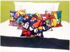 Almofada Romero Britto - Pillow (bruna.cosini) Tags: home brasil bag skull tissue pillow owl coruja patch decor caveira almofada tecido pou