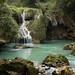 Local onde o rio ressurge embaixo da cachoeira