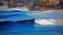 DSC_0992 Cliff and waves (Rodolfo Frino) Tags: sea ocean waves olas brightwheather brightday blue deepbluesea deepblueocean cliff wind breaking breakingwave rock foam seafoam seascape sydney australia seaside