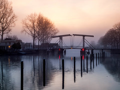 Lange vechtbrug (Martijn_68) Tags: mist water langevechtbrug zonsopgang 1260mm rivier vecht weesp