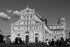 Piazza dei Miracoli - Pisa (Cristina Seguiti) Tags: pisa travel viaggio italia italy square piazza architecture blackwhite bianco nero torre duomo tower prato gente people pendente arte art meraviglia wonderful
