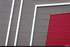 Aubergenville_0716-1 (Mich.Ka) Tags: aubergenville abstract abstrait bã¢timent color couleur faã§ade geometric geometrique graphic graphique industrialdesign industriel ligne line magasin mur red rouge urbain urban wall ã®ledefrance