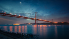 Morning star (Joo Cruz Santos) Tags: lisbon lisboa portugal bluehour longexposure seascape cityscape landscape moon nex5r sel1018