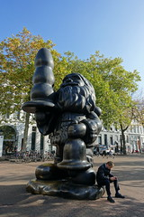 "Paul McCarthy ""Santa Claus"" (aka Buttplug Gnome) @ Rotterdam (*_*) Tags: rotterdam netherlands nederland europe city october autumn fall 2016 fog paulmccarthy santaclaus buttplug gnome sculpture art statue cool district sunny"