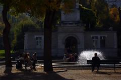 Voix anonymes  parc Georges-Brassens, Paris, 30 octobre 2016 (Stphane Bily) Tags: stphanebily paris parcgerogesbrassens contrejour jetdeau badauds