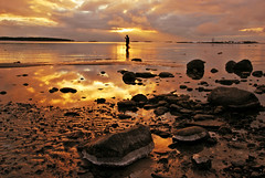 Solemnity of All Saints (Basse911) Tags: pyhinpiv allhelgona allahelgonsdag allsaintsday beach ranta strand playa fisherman sunset stones hang hanko finland suomi balticsea stersjn itmeri nordic marraskuu november