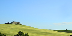 The peace of the green and blue (Darius Wellborn) Tags: landscape collina campagna hill hills colline colinas