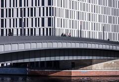 Find the red stripes (thewhitewolf72) Tags: hugopreusbrücke berlin moabit brücke regierungsviertel hauptbahnhof pricewaterhousecoopers fassade streifen spandauerschifffahrtskanal lampen