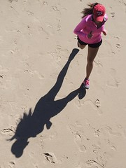 Harpoon (Feldore) Tags: running beach shadow santa monica california jogger above aerial birdseye pink woman jog jogging feldore mchugh em1 olympus 1240mm sand view