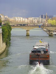 Paris, France (Thomas Depenbusch) Tags: bridge paris france seine marina river boot boat frankreich leo metro pentax thomas 10 samsung vessel notre dame brcke limited gx depenbusch 1877mm