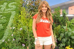 LDP 2013.05.24 - Page 3 in the Garden (Tiki Chris) Tags: sun london chelsea tabloid thesun rhs chelseaflowershow page3girl 2013 rhschelseaflowershow uploaded:by=flickrmobile flickriosapp:filter=nofilter