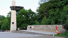 Skaters at the Memorial to Polish Soldiers and German Anti-Fascists - Volkspark Friedrichshain (luciwest) Tags: park berlin nature deutschland memorial polish german skate skateboard friedrichshain mahnmal soldat prenzlauerberg deutsch antifascist videostill polnisch denkmal solider volksparkfriedrichshain inaberlinminute