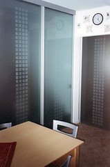 Evoluzione posa 9 (Henry glass | Porte in vetro) Tags: door glass decoration porta mirrored melted vetro slidingdoors sandblasted battente fusione swingdoor decoro scomparsa specchiato henryglass interiordoors sabbiatura scorrevoli porteinterni disappearingdoor
