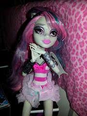 Dreaming the day away (LilyVampWolf) Tags: pink fashion monster werewolf model doll dolls princess witch zombie mh pinup rochelle ghouls werecat monsterhigh venusmcflytrap