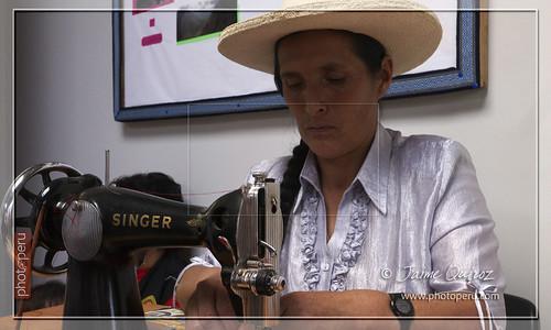Las textileras de la Asociacion de Madres Artesanas de Leymebamba