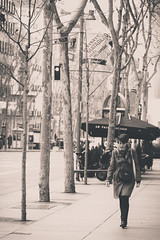 (raasta) Tags: madrid street city winter bw espaa girl canon blackwhite spain streetphotography ciudad invierno canonef135mmf2lusm ef135mmf2 canoneos5dmarkii 5dmark2