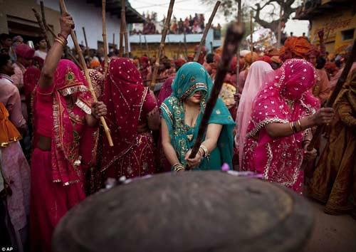 Ấn tượng với lễ hội Lathmar Holi