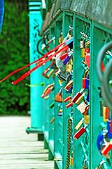 Locks of love (Louis Qui.Tran) Tags: bridge red lake reflection tree berlin love germany garden boats see peace outdoor lock secret breeze garten chill hdr neuen berlinmitte neuensee zoologistergarten zoologister
