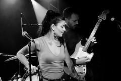 Loolie (Clothaire Legnidu) Tags: loolie surfing rogers rock music musique singer chanteuse montreuil france paris nb bw bn fuji xt1 concert show ogib