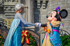 Queen Elsa & Minnie Mouse (giorgymolano) Tags: mickeys royal friendship faire mouse princess patf mrff mk magic kingdom wdw walt disney world parks resort orlando florida face character performer queen elsa frozen let it go snow