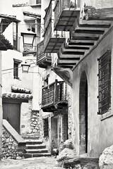 Albarracín. (jm_alcon) Tags: albarracin teruel aragon bn black white byn street piedra centrohistórico historia medievalvillage villagemédiéval medieval tradicional peatonal cinema arquitecturacivil arquitectura