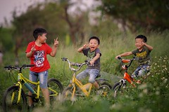 (brave22222) Tags: a7 135mmf18za child boy kid happy bicycle kaohsiung