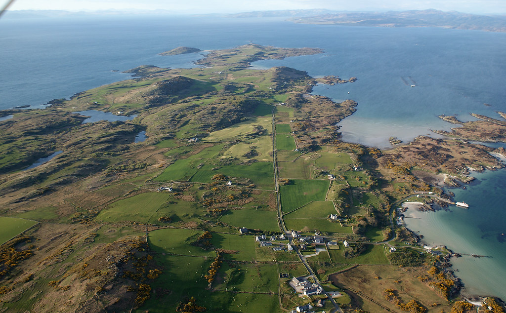 Descending over the village at Gigha