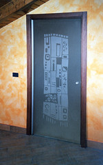 Evoluzione posa 6 (Henry glass | Porte in vetro) Tags: door glass decoration porta mirrored melted vetro slidingdoors sandblasted battente fusione swingdoor decoro scomparsa specchiato henryglass interiordoors sabbiatura scorrevoli porteinterni disappearingdoor