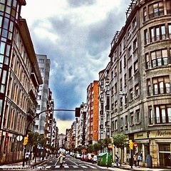 Por las #calles de #gijn #asturias... (Asturiphone) Tags: streets asturias streetphoto calles gij uploaded:by=flickstagram estoesasturias instagram:venue_name=gijc3b3n instagram:photo=1829736141403901158026757 instagram:venue=14278454 victormsuarez