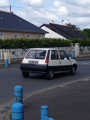 Renault Super SD de 1988 8066 SN 37 - 23 mai 2013 (Rue de la Gitonniere - Joue-les-Tours) (Padicha) Tags: auto new old bridge france water grass car station electric truck river french coach ancient automobile eau indre may police voiture ruine cher rest former 37 nouveau et loire quai franais nouvelle vieux herbe vieille ancienne ancien fleuve nationale vehicule lectrique reste gendarmerie gazon indreetloire franaise pave nouveaut vhicule utilitaire restes vgtalise letramdetours padicha