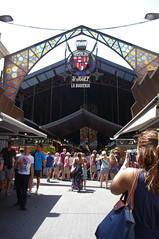 Entrance to the famed La Bogueria Market (Joey Z1) Tags: bcn barcelonaasseenbyjoeyz1 barcelona urbanbarcelona barcelonalife streetscenes streetscenesbarcelona lasramblas laboqueriamercadolaboqueria foodexpierenceinbarcelona mercado touristinbarcelona streetscene catalanlife