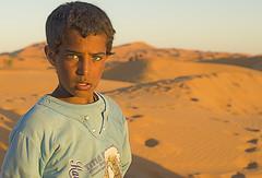 Pequeno nomada (Lunasanz) Tags: nios retratos desierto marruecos dunas personajes