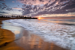Septiembre (Renato J. Lpez Bald) Tags: sea beach sunrise landscapes mar seascapes wave playa palmeras arena murcia amanecer olas mazarrn guilas percheles regindemurcia caadadegallego renatolpezbald perchelesbeach caladepercheles arenagold
