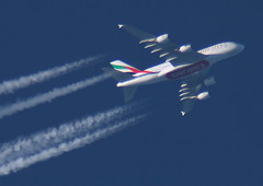 Emirates flight 18 Airbus A380 A6-EDG enroute to Dubai (wrblokzijl) Tags: man plane airplane manchester inflight dubai contrail aircraft altitude aviation jet emirates telescope airbus a380 airliner apeldoorn enroute highaltitude dxb vapourtrail aviacion airbusa380 overflight aircraftcontrail rnav a380800 jetcontrail 37000ft 1428mm a6edg contrailspotting ek18 uae18