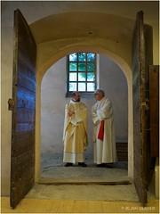 Celui qui entre par la porte est le pasteur des brebis.