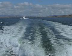on est suivis :p (laetitiablableuse) Tags: ocean ireland galway water beautiful ferry de landscapes boat eau europe north eire coastline bateau vague aran nord comte irlande iles atlantique europeen littoral rossaveal