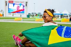 Rio2016 - The Flag (H_Lopes) Tags: brasil brazil brazilian menina girl bandeira flag verde green amarelo yellow azul blue óculos glasses rio riodejaneiro rio2016 rj wow happy hapiness grama grass centroolímpico barra olimpíada olimpíadas olympic jogos games contemplação people btgrj