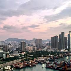 Beautiful sky over Hong Kong this evening     #HongKong #discoverhongkong