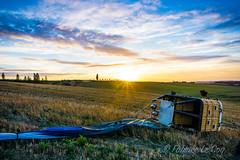Les bras ballants (Fabrice Le Coq) Tags: vert extérieur champ ciel paysage mongolfière soleil nuages campagne sunset fabricelecoq