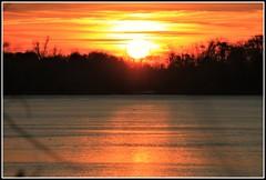 Quand le soleil se meurt ! (Les photos de LN) Tags: coucherdesoleil sunset ciel lumière couleurs paysage nature automne garonne fleuve aquitaine sudouest berges rivages