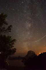 Movement (carlos.pazos12) Tags: space via lactea es vedra ibiza island night play whit light plane moon