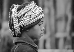 Laos : portraits #6 (foto_morgana) Tags: akha analogphotography analogefotografie asia blackwhitephotography ethnic ethnicity ethnie etnia etniciteit girl headgear ilfordxp2 indochina jeugd jeune jeunesse jong juventud laos minderheden minorities nikoncoolscan outdoor people photographienoiretblanc photographieanalogue traditionalculture travelexperience vuescan young youth zwartwitfotografie