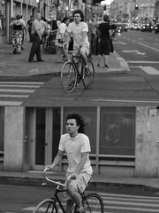 [La Mia Città][Pedala] (Urca) Tags: milano italia 2016 bicicletta pedalare ciclista ritrattostradale portrait dittico bike bicycle nikondigitale biancoenero blackandwhite bn bw 907158