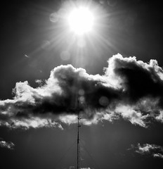 Nubes negras, sol y ...... (enrique1959 -) Tags: sol bilbao nubes antena msm nwn 攝影發燒友 virgiliocompany