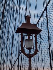 Brooklyn Bridge (Franco Folini) Tags: nyc newyorkcity bridge usa ny newyork net lamp america photography us photo foto ponte cables brooklynbridge creativecommons fotografia suspensionbridge lampada lampione rete immagine cavi francofolini folini creativecommonsattributionsharealike